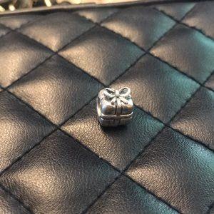 Pandora RETIRED Present Charm